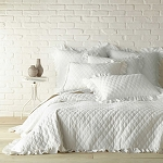 LEVTEX HOME SANDWASH REVERSIBLE KING QUILT IN IVORY